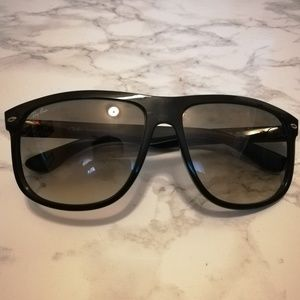 Ray-Ban Sunglasses Black w/ gradient lens.